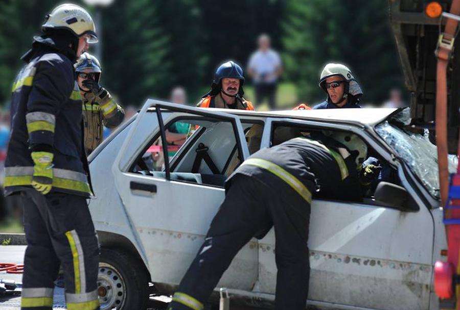 Gasilci - reševanje ponesrečenca