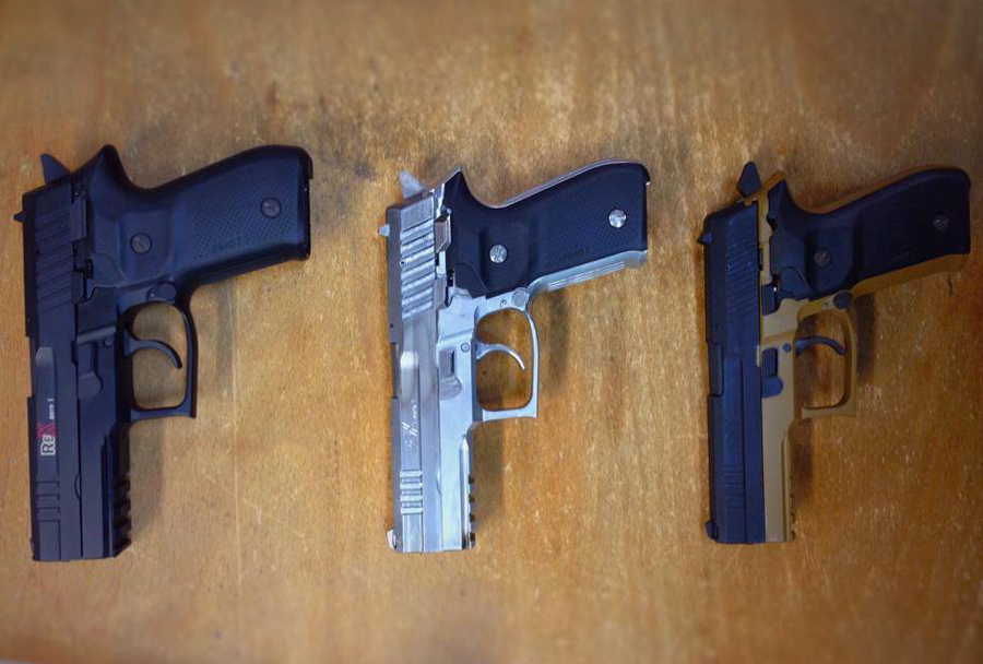 Prva slovenska pištola Rex zero 1 v treh barvah.