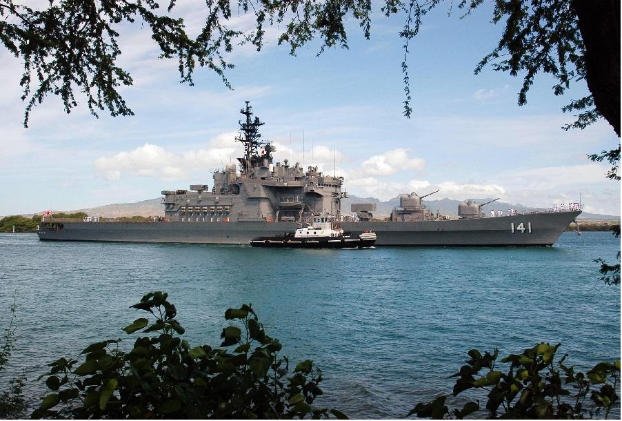 Japonski rušilec JDS Haruna v Pearl Harborju leta 2004
