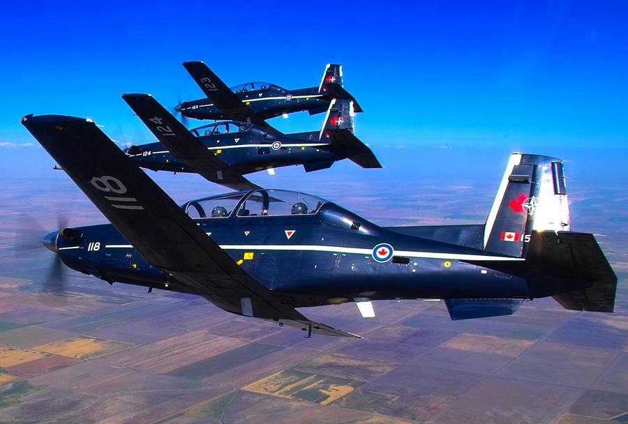 Kanadska formacija šolskih letal CT-156 harvard II