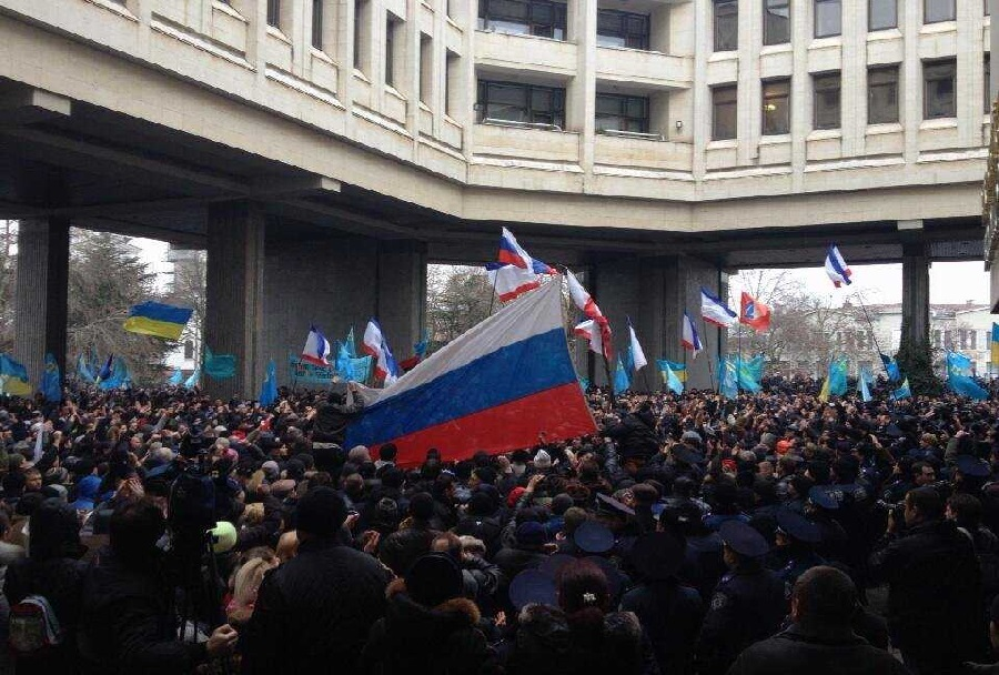Protesti pred krimskim parlamentom - Ukrajina