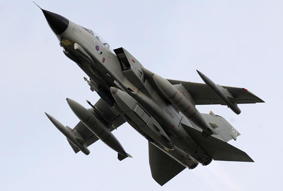 Lovski bombnik Panavia tornado GR4 z raptorjem
