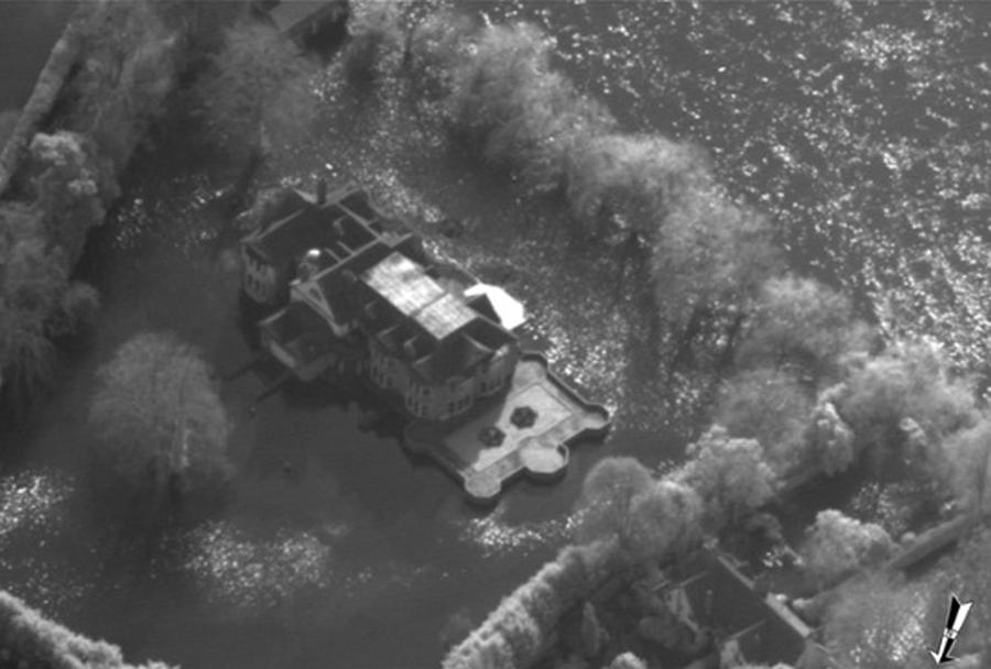 Ogrožena hiša - aerofoto posnetek iz letala tornado GR4