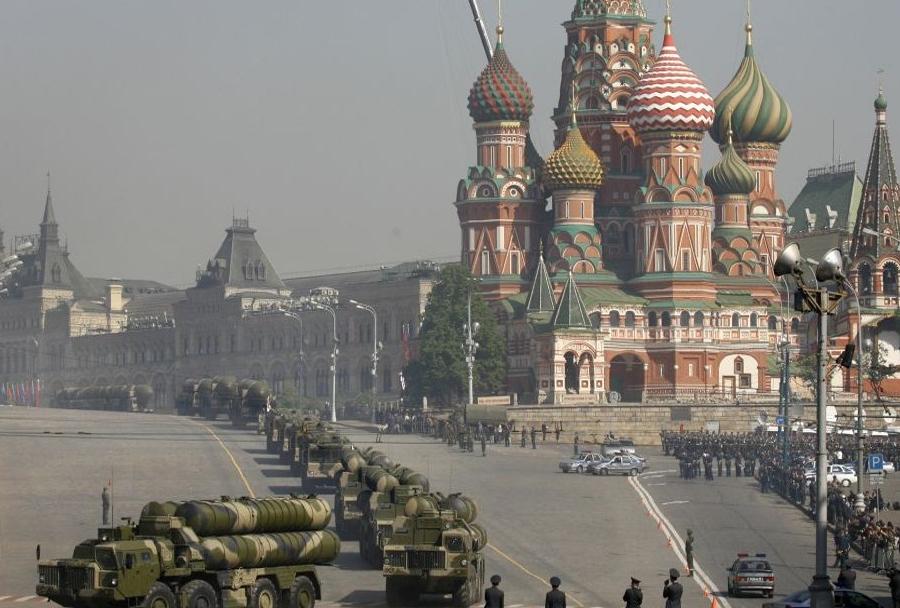 Raketni sistemi S-300 na Rdečem trgu v Moskvi