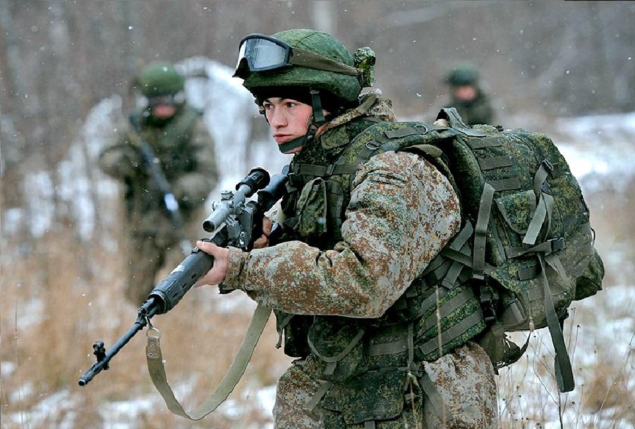 Ruski bojevnik 21. stoletja - ratnik (zimska kamuflaža)