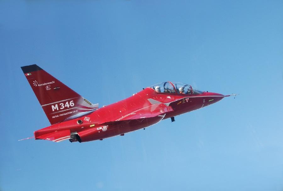 Rdeči prototip trenažnega reaktivca Alenia Aermacchi M-346 master