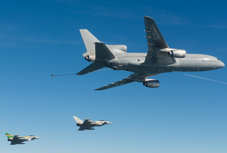 Zadnja oskrba lovcev Eurofighter typhoon z gorivom - britanski tanker KC-1 tristar