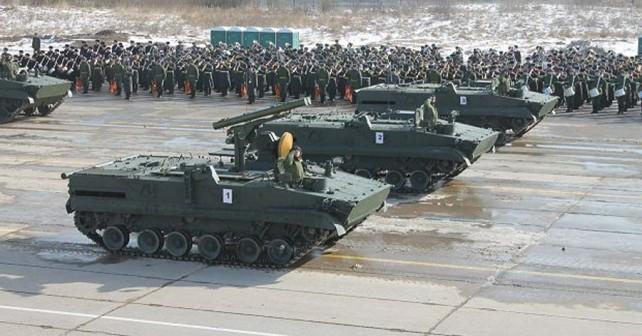Ruska-vojska-protitankovski-raketni-sistem-krizantema-S-na-oklepnem-vozilu-BMP-3