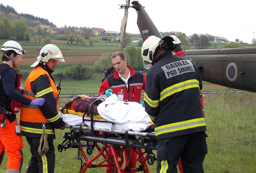 Reševalna vaja na dolenjski avtocesti - helikopter Bell-412