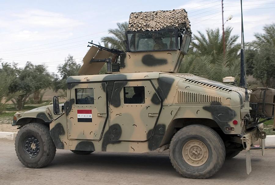 Iraško vojaško terensko vozilo humvee z bojno postajo