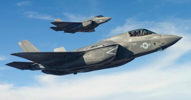"Par ""nevidnih"" lovcev  F-35"