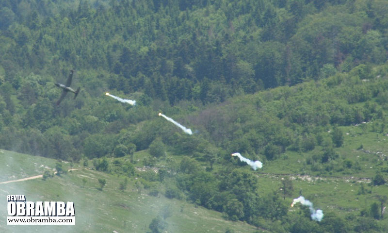 Letalo Pilatus PC-9M hudournik - Slovenska vojska Premik 2013