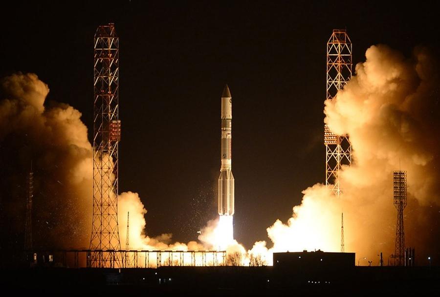 Izstrelitev ruske vesoljske rakete proton-M