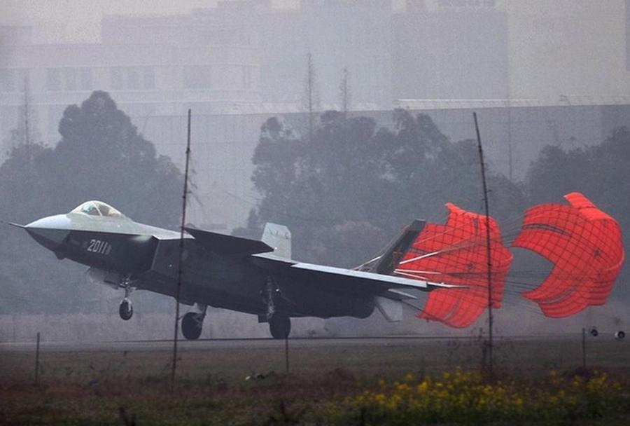 Testiranja kitajskega nevidnega lovca J-20 chengdu
