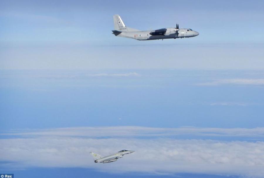 Rusko-transportno-letalo-An-26-in-britanski-Eurofighter-typhoon