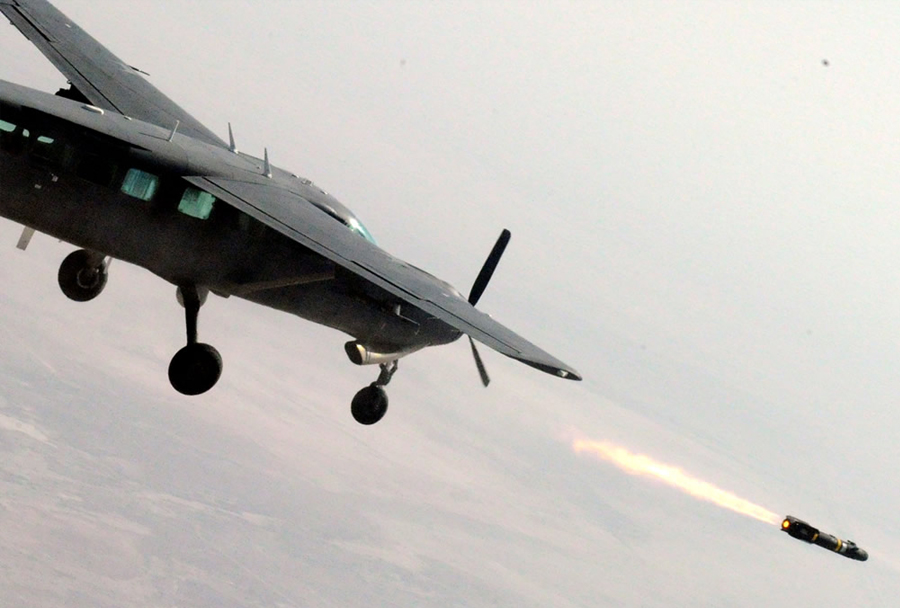 Iraško letalo AC-208 combat caravan z raketo hellfire