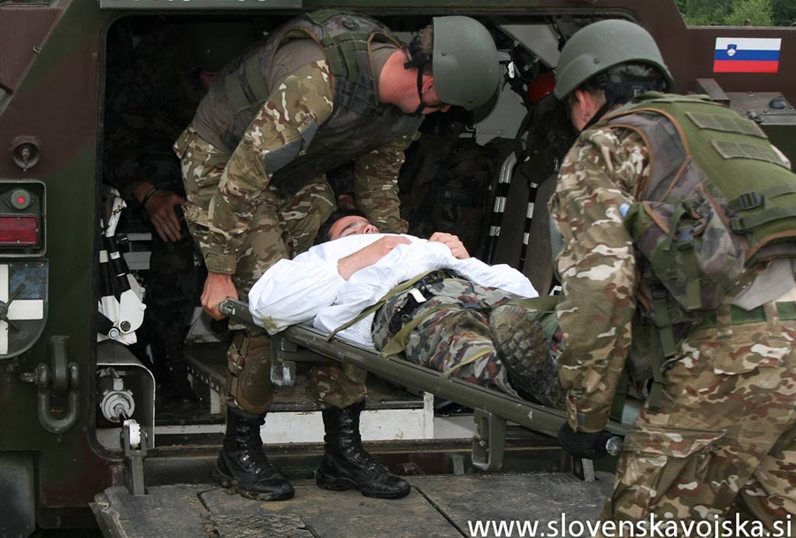 Vojaška vaja Zvita podlasica 2014 (Clever Ferret): pomoč ranjencu