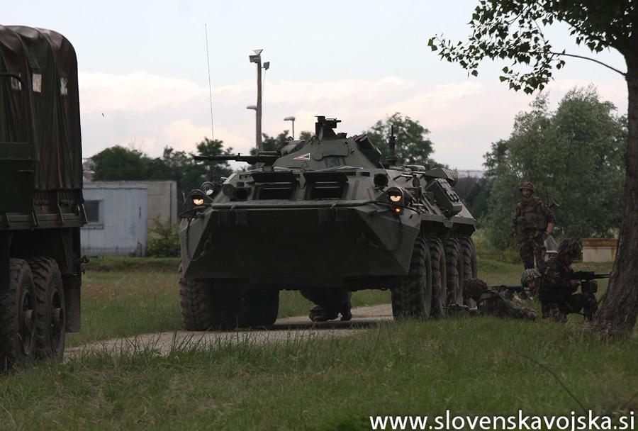 Vojaška vaja Zvita podlasica 2014 (Clever Ferret): oklepnik BTR-80 Madžarske vojske
