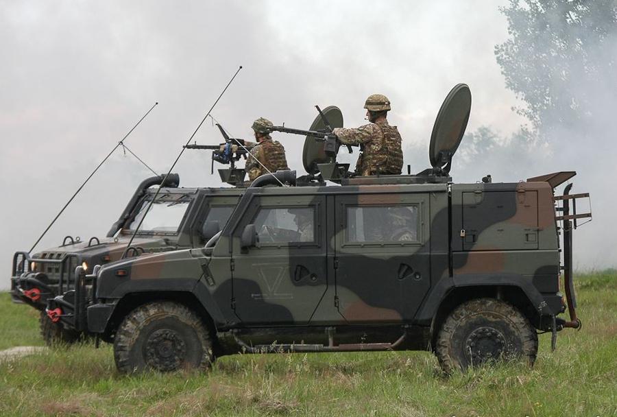 Vojaška vaja Zvita podlasica 2014 (Clever Ferret): Iveco LMV Italijanske vojske