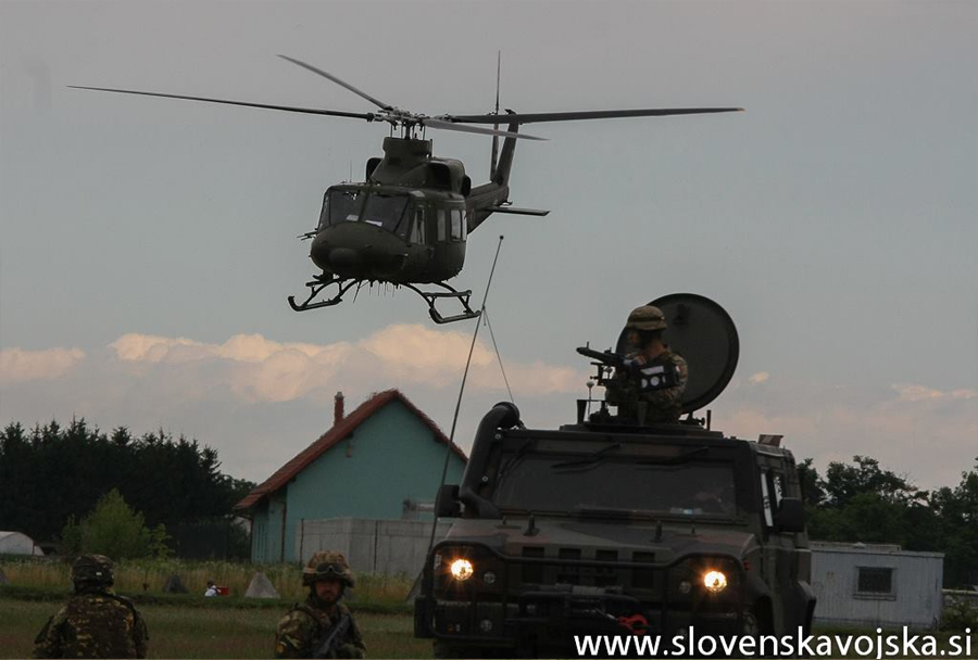 Vojaška vaja Zvita podlasica 2014 (Clever Ferret): Iveco LMV in Bell 412