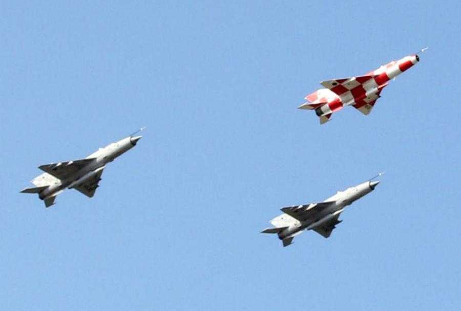 Hrvaški lovci MiG-21 nad Kninom - avgust 2014