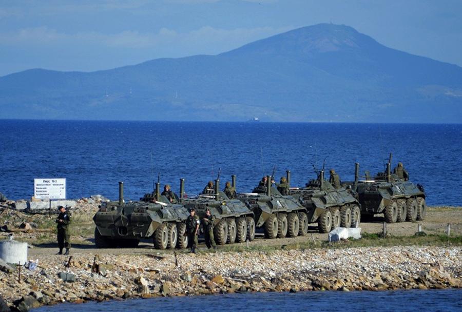 Amfibijsko oklepna vozila BTR-80 med vajo Vostok-2014