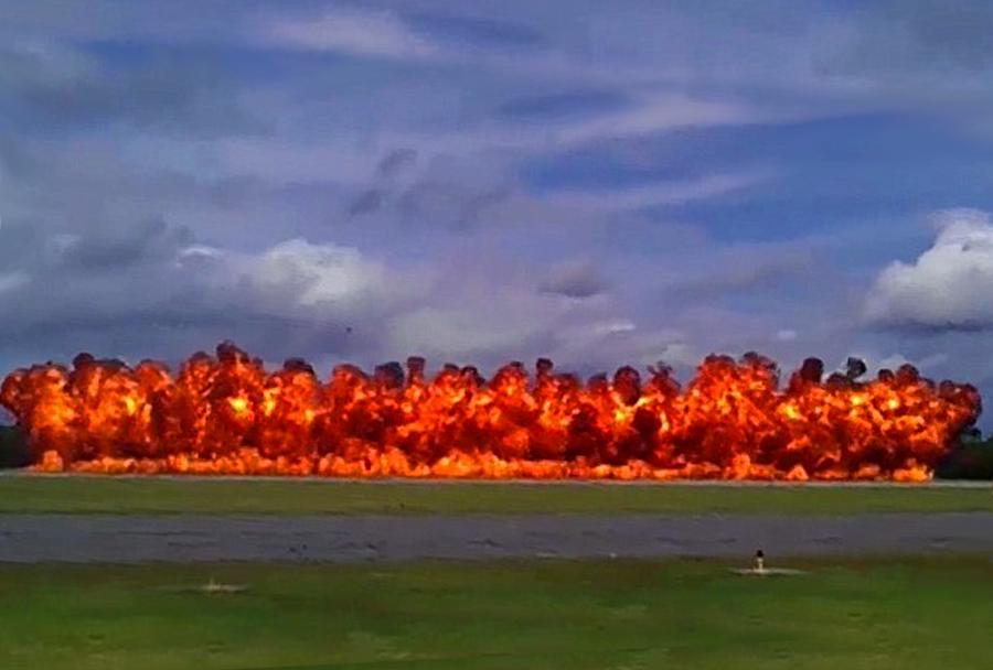 Napalmova zažigalna bomba - Winston Salem Air Show 2014