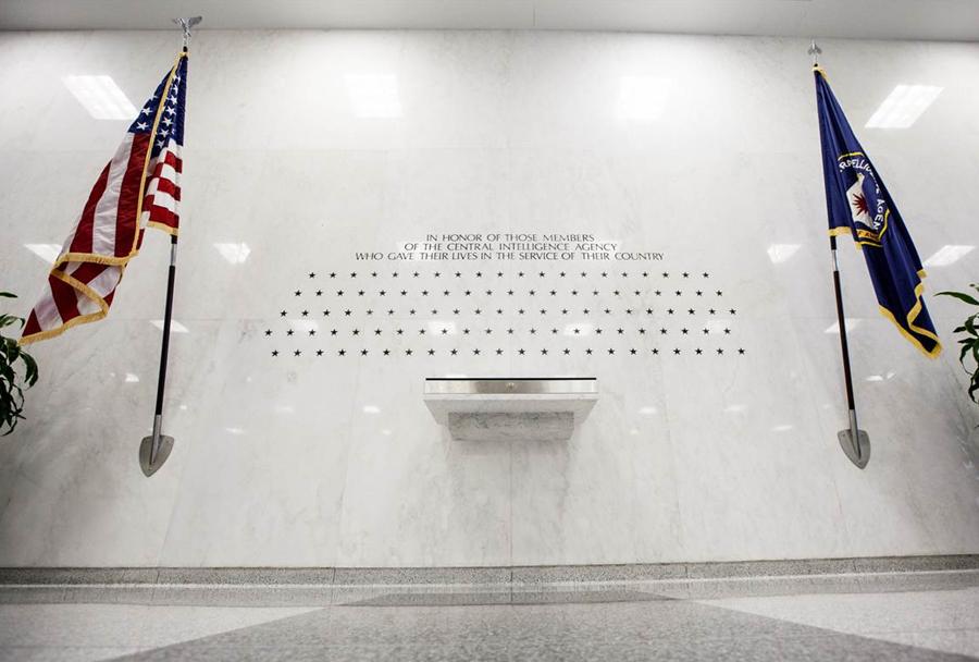 Sedež agencije CIA v Langleyju v Virginiji - spominski zid