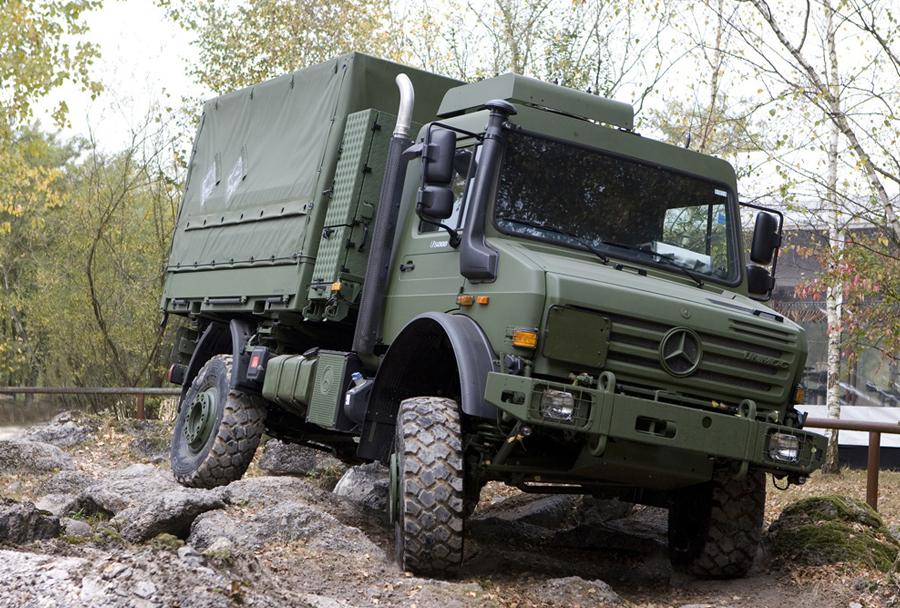 Nemški vojaški tovornjak unimog