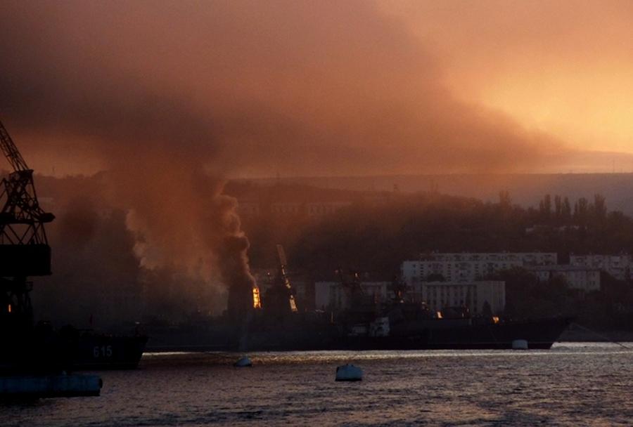 Požar na ruski križarki Kerch zasidrani v Sevastopolu