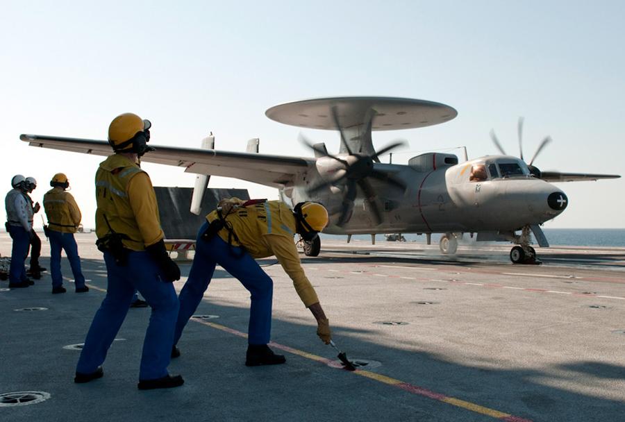 Francosko izvidniško letalo Grumman E-2C hawkeye