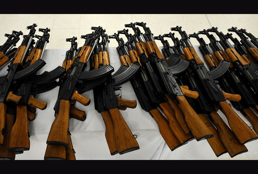 Jurišne puške AK-47 kalašnikov