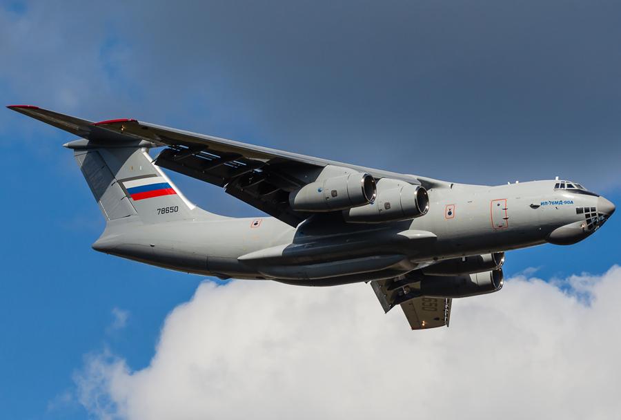 Vojaško transportno letalo Iljušin Il-476