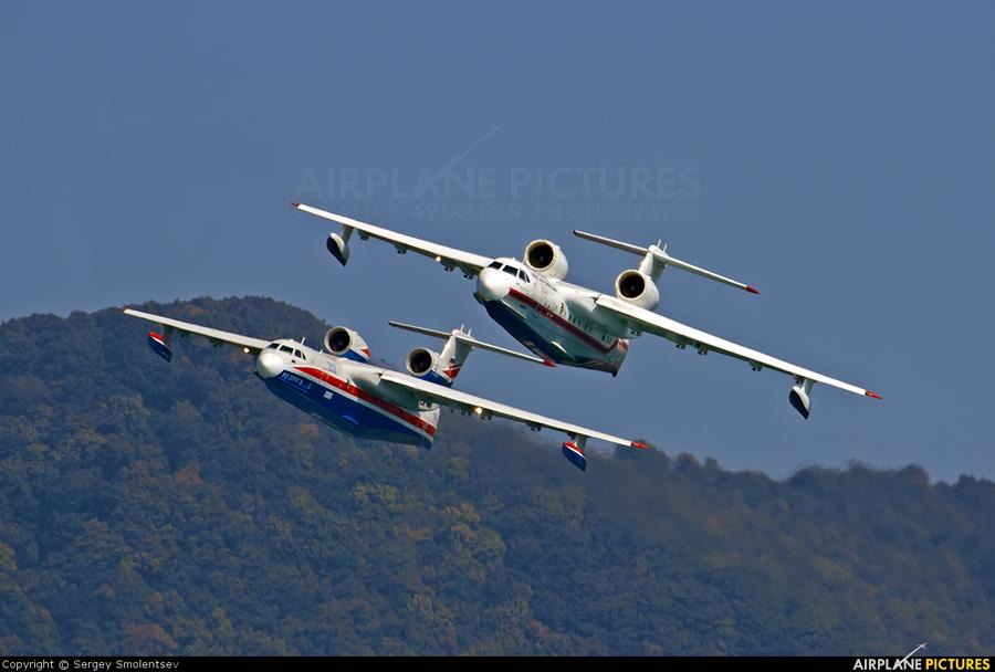 Par amfibijskih letal Be-200