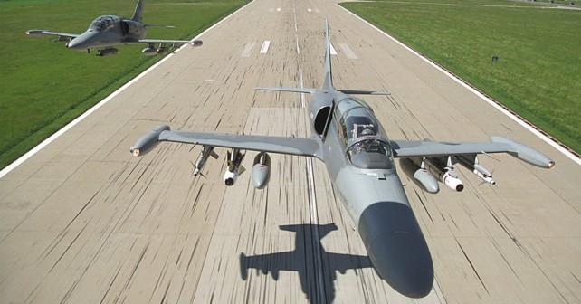 cesko-trenazno-letalo-AERO-L-159-ALCA-