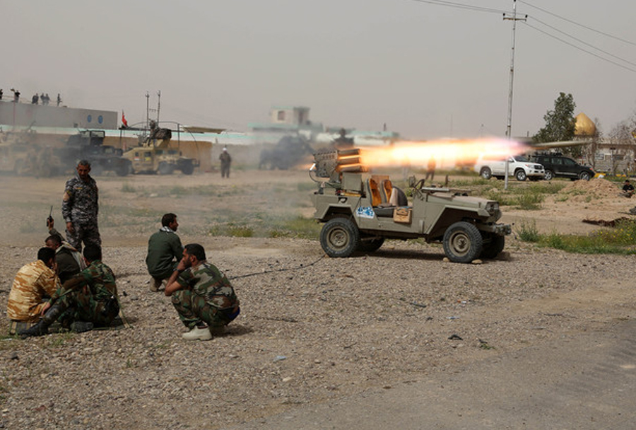 Iranski terenec safir-4x4 z raketometom fajr-1 v Iraku