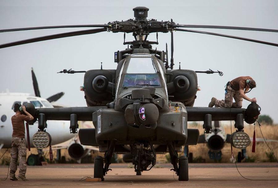 nizozmski-helikopter-AH-64-apache-v-Maliju