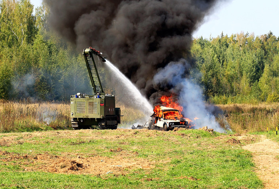Rusko robotsko vozilo uran-14 med gašenjem