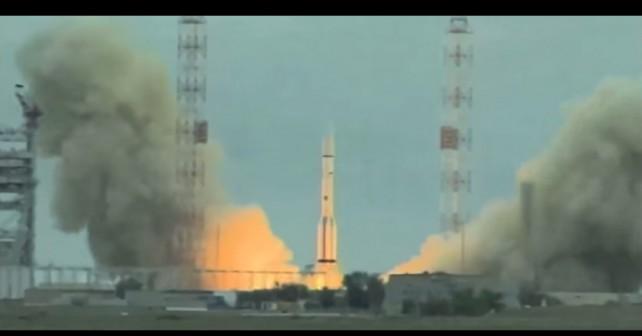 ruska-raketa-proton-M-z-mehiskim-satelitom-MexSat-1