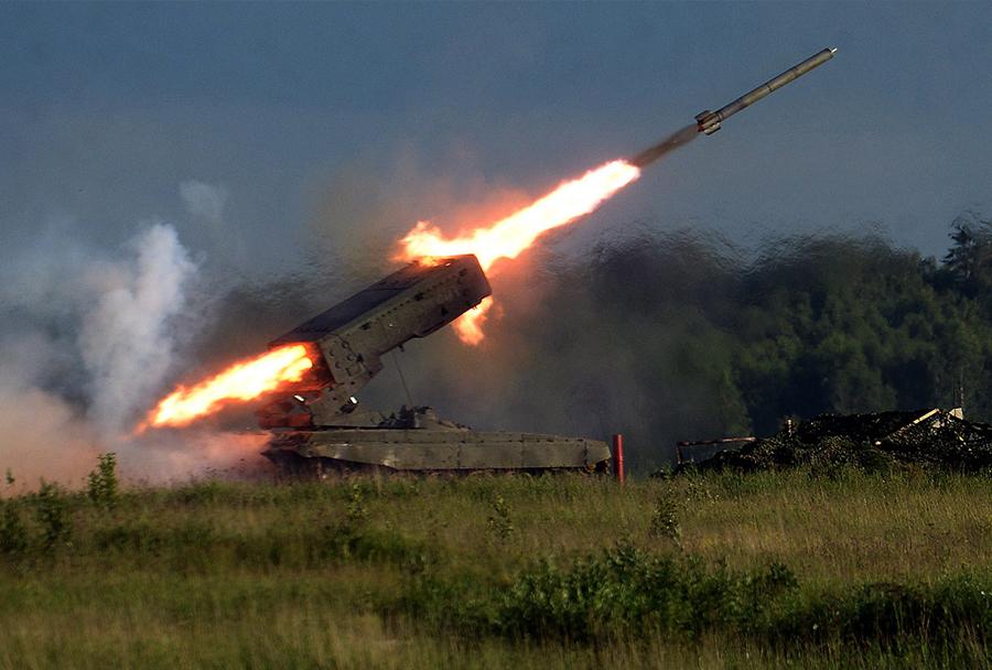 ARMADA 2015: večcevni raketomet TOS-1A