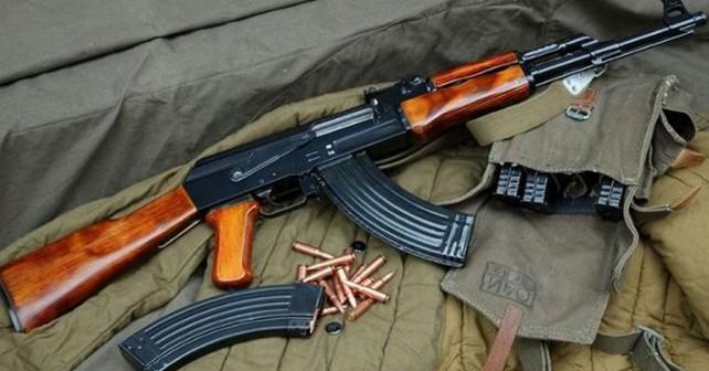 puska-AK-47-kalasnikov
