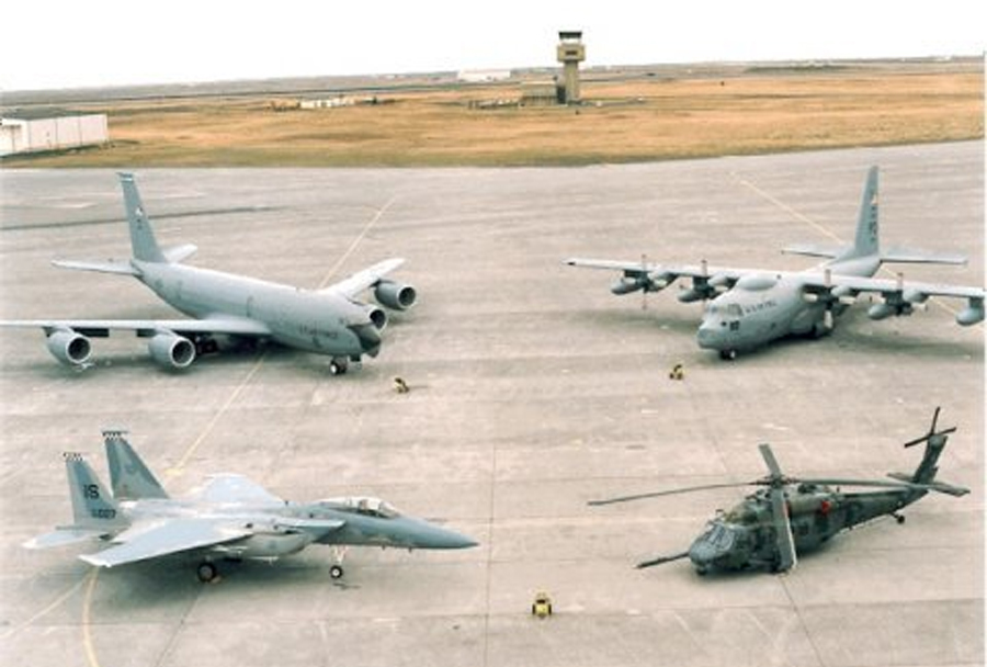 Ameriška vojaška letala v letalski bazi Keflavik na Islandiji
