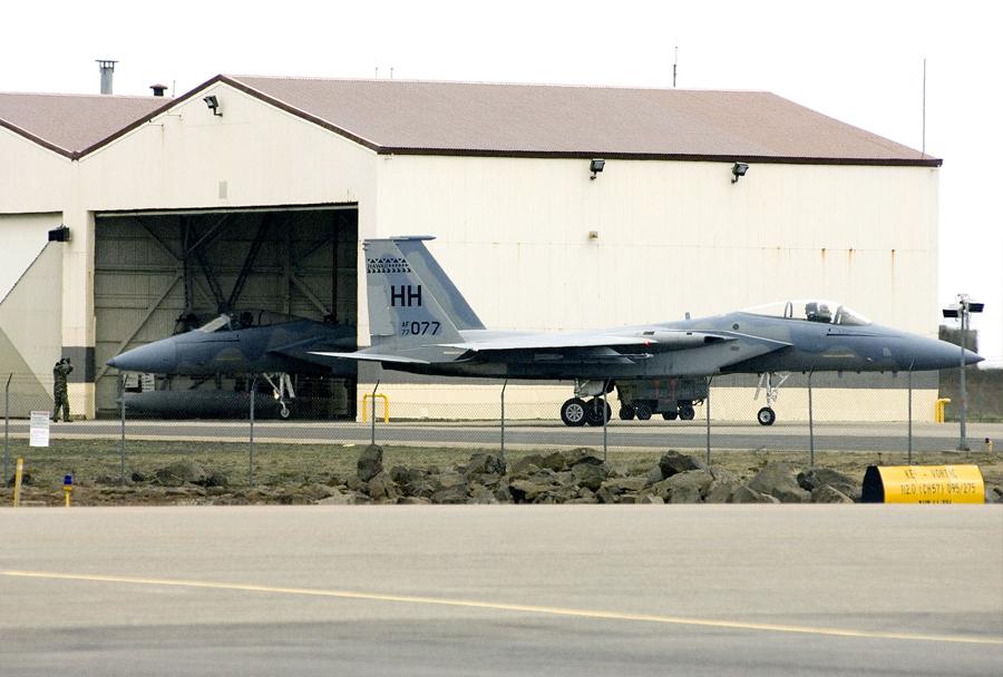 Ameriška lovca F-15 v vojaški bazi Keflavik na Islandiji