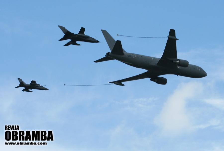 Rivolto 2015: tanker Boeing-KC-767, GR-4-tornado in AMX