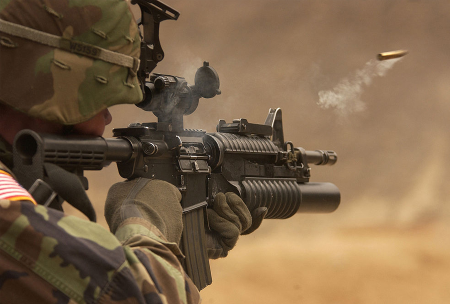 avtomatska puška M4A1