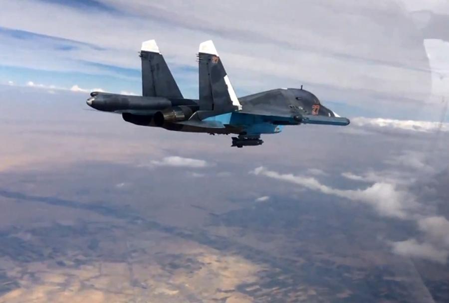 Ruski lovski-bombnik Su-34 nad Sirijo