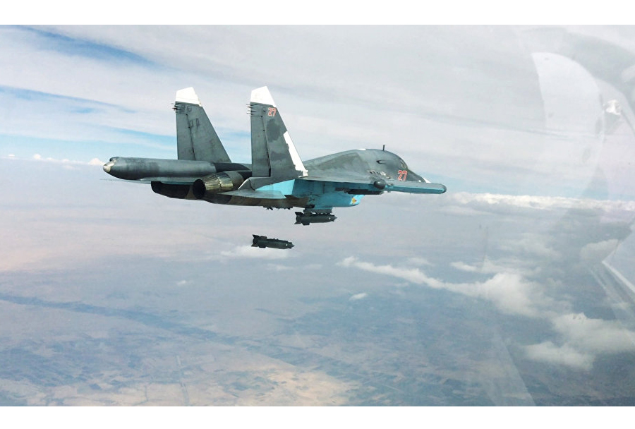 ruskibombnik-Su-34-nad-Sirijo