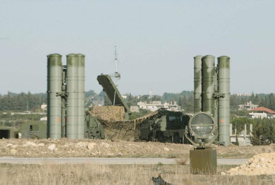 Ruski raketni sistem S-400 z radarjem 92N6 v Siriji