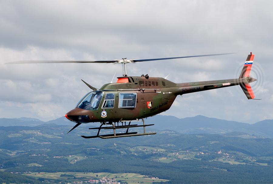 Slovenski vojaški helikopter Bell 206 jetranger
