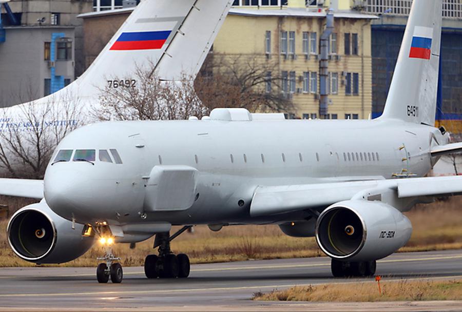 Skrivnostno rusko izvidniško letalo Tupoljev Tu-214R